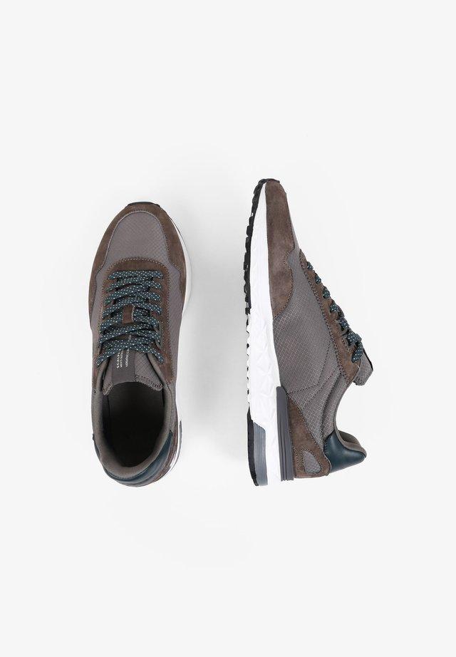 Sneakers - stone