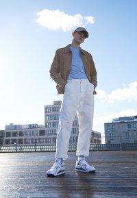 Nike Sportswear - AIR FLIGHT 89 - Vysoké tenisky - white/dark royal blue/varsity red - 6