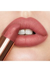Charlotte Tilbury - MATTE REVOLUTION LIPSTICK - Lipstick - wedding belles - 4