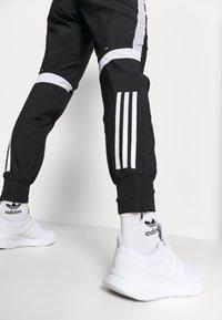adidas Performance - TRACK PANT - Joggebukse - black/halo silver/white - 3