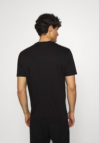 Armani Exchange - T-shirt imprimé - black - 2