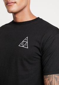 HUF - DYSTOPIA TEE - Print T-shirt - black - 4