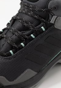 adidas Performance - TERREX EASTRAIL MID GORE-TEX - Outdoorschoenen - grey four/core black/clear mint - 5