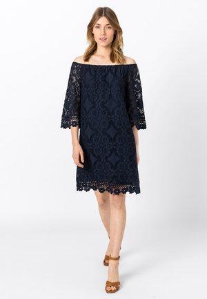 MIT CARMENAUSSCHNITT - Day dress - indigo