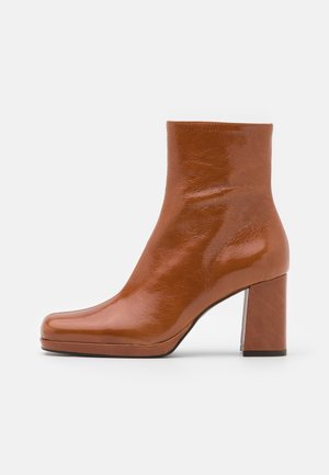 BARNABY - Platform ankle boots - caramel