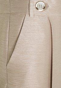 River Island - Shorts - putty metallic - 2