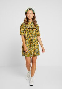 Topshop Petite - FLORAL PLEAT TRIM MINI DRESS - Shirt dress - yellow - 2