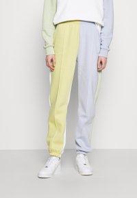 Nike Sportswear - Tracksuit bottoms - tea tree mist/ghost - 0