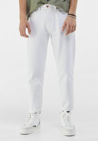 Bershka - MIT VINTAGE WASCHUNG  - Jeans a sigaretta - white - 0
