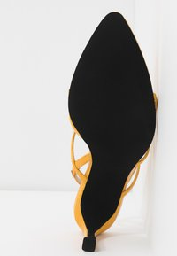 NA-KD - POINTY SOLE TOE STRAP  - Sandales - yellow - 6