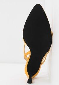 NA-KD - POINTY SOLE TOE STRAP  - Sandály - yellow - 6