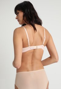 Chantelle - ABSOLUTE INVISIBLE - T-paitaliivit - beige doré - 2