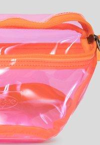 Eastpak - TRANSPARENT/CONTEMPORARY - Bum bag - fluo pink film - 2