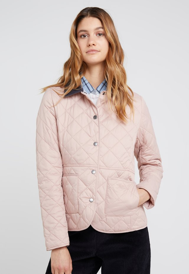 DEVERON QUILT - Jas - pale pink/white