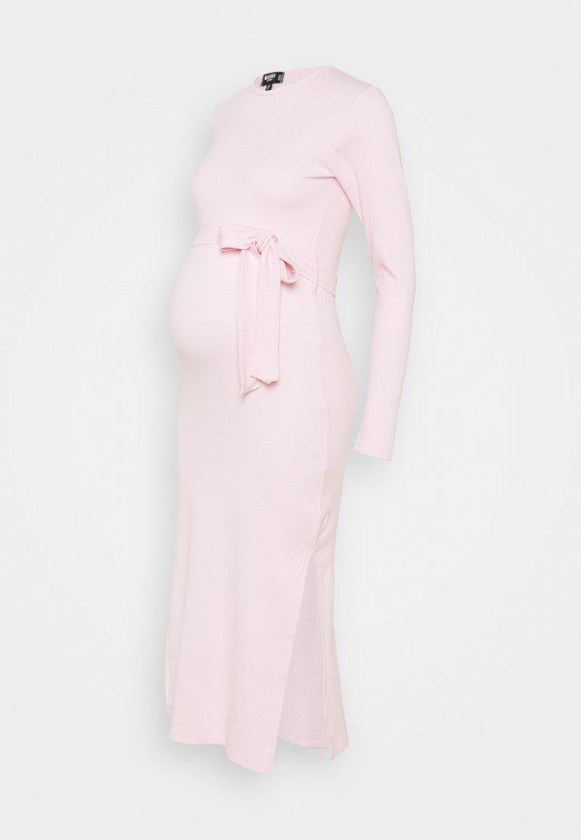 SIDE MIDI DRESS - Jerseyjurk - pink