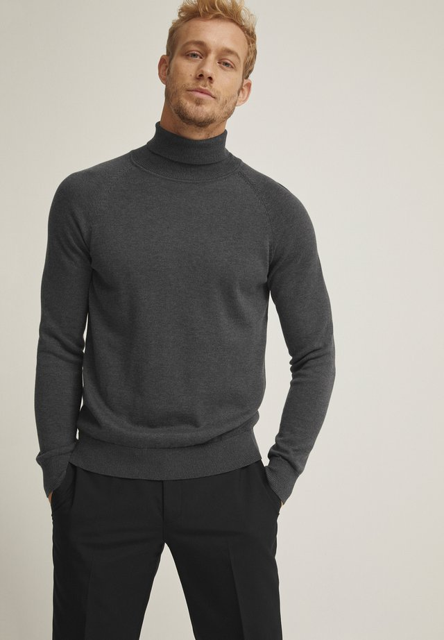 Stickad tröja - dk grey melange