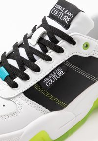 Versace Jeans Couture - Sneaker low - white/green - 5
