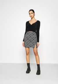 BDG Urban Outfitters - FLUFF BALET WRAP - Trui - black - 1