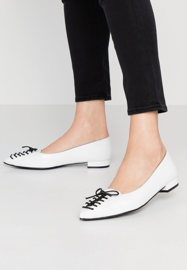 MARGAUX - Mocassins - bianco/black