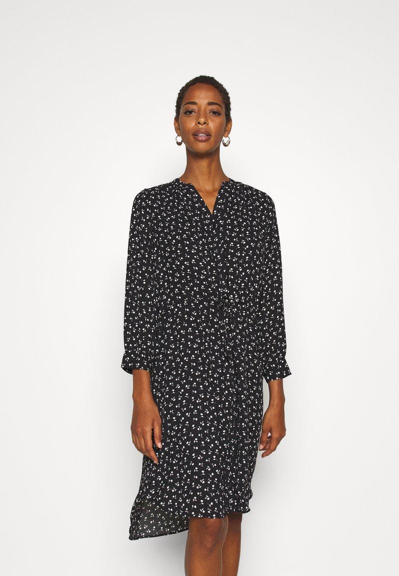 Selected Femme Tall - SLFDAMINA 7/8 DRESS - Hverdagskjoler - black