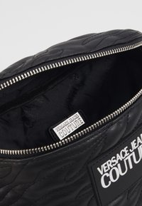Versace Jeans Couture - QUILTED BELT BAG - Marsupio - nero - 3