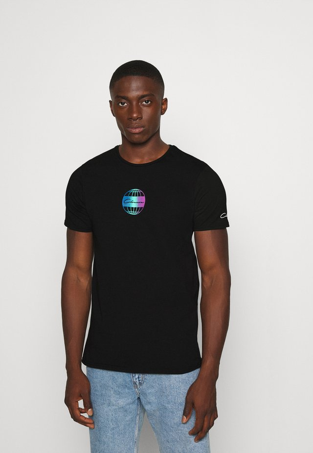 GLOBAL TEE - Printtipaita - black