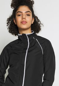 ONLY Play - ONPPERFORMANCE RUN JACKET - Løperjakke - black - 5