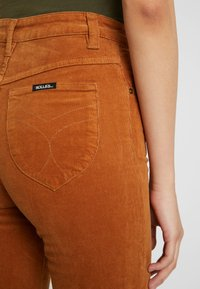 Rolla's - EASTCOAST FLARE - Trousers - tan - 5