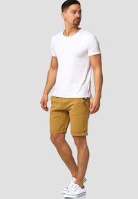 INDICODE JEANS - CASUAL FIT - Shorts - amber - 1