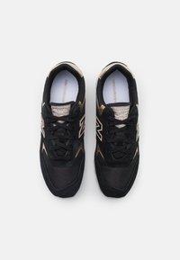 New Balance - WL393 - Zapatillas - black/gold - 5