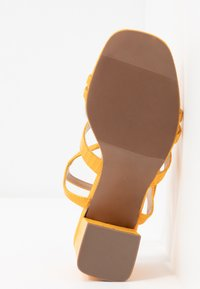Miss Selfridge Wide Fit - WIDE FIT STORMI BLOCK - Sandaalit nilkkaremmillä - yellow - 6