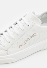 Valentino by Mario Valentino - Baskets basses - white