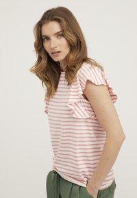 Oliver Bonas - FRILL  - Print T-shirt - pink - 3
