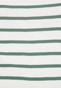 Petit Bateau - TEE - Print T-shirt - marshmallow/vallee - 5