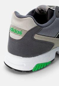 adidas Originals - ZX 1000  - Joggesko - feather grey/grey three/crystal white - 5