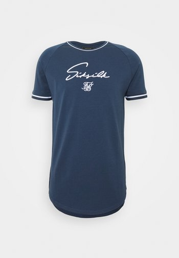 SIGNATURE PIPED TECH TEE