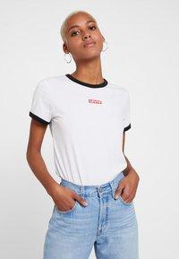 Levi's® - PERFECT RINGER TEE - T-Shirt print - baby tab ringer white - 0