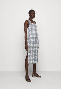 Proenza Schouler White Label - GINGHAM JACQUARD KNIT DRESS - Jumper dress - grey melange/sky - 1