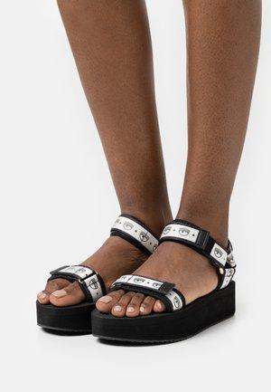 LOGOMANIA - Sandały na platformie - black