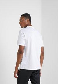 Versace Collection - GIROCOLLO REGOLARE - T-shirts print - bianco/nero - 2