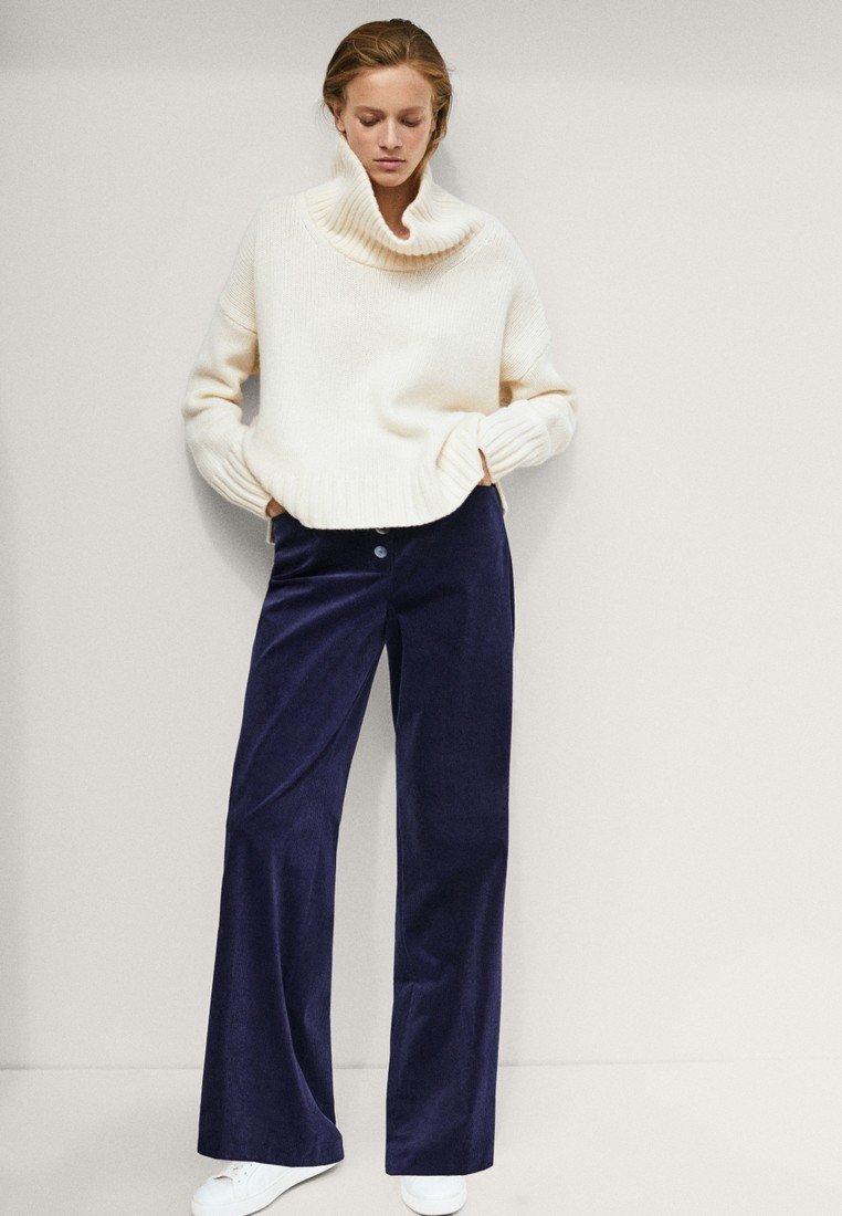 Massimo Dutti - MIT KNÖPFEN  - Trousers - dark blue