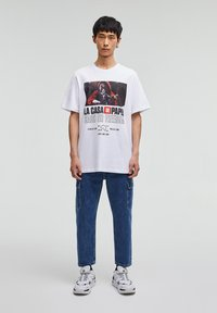 PULL&BEAR - LA CASA DE PAPEL - Print T-shirt - white - 1