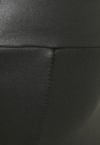 New Look Maternity - WET LOOK - Leggings - black - 2
