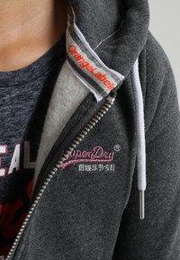Superdry - LABEL ZIPHOOD - Zip-up hoodie - foggy charcoal marl - 4