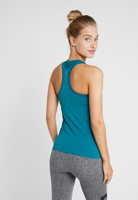 ONLY Play - CHRISTINA SEAMLESS  - T-shirt de sport - shaded spruce - 2