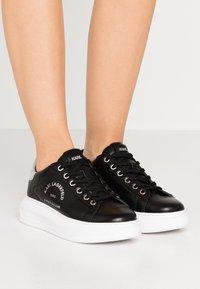 KARL LAGERFELD - KAPRI MAISON LACE - Sneakersy niskie - black/silver - 0