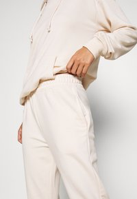 Missguided Petite - HOODIE AND JOGGER SET - Tracksuit - stone - 7