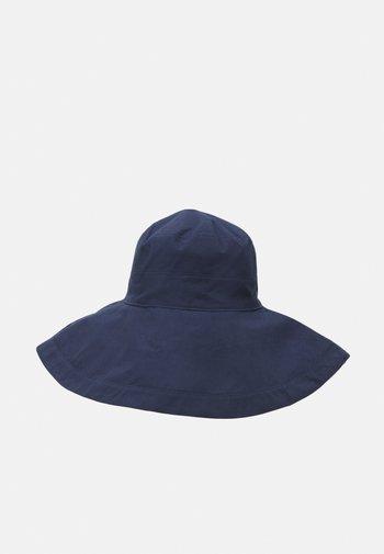 COTIIA BUCKET HAT
