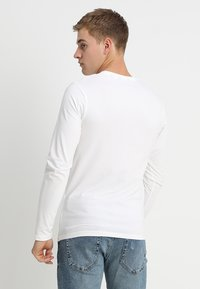 Only & Sons - ONSBASIC SLIM TEE - Langærmede T-shirts - white - 2