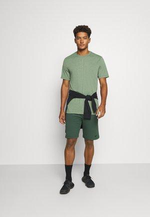 DRY SHORT - Sports shorts - galactic jade